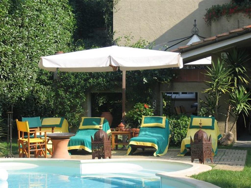 Villa con piscina in affitto a forte dei marmi for Case ibiza agosto