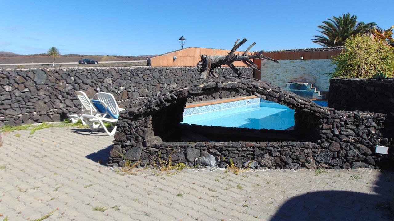 Stile canario villa con piscina a Yaiza