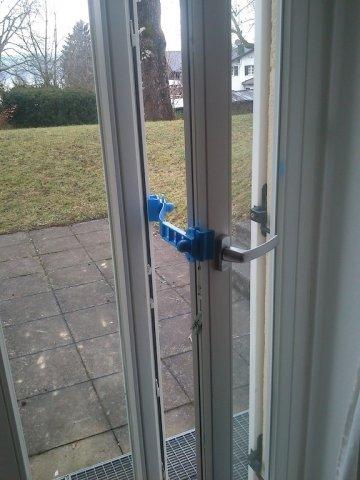 Ferma finestre clickcomp blocca porte e finestre - Come oscurare finestre senza persiane ...