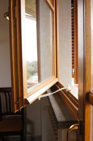 Ferma finestre clickcomp blocca porte e finestre - Finestre apertura alla francese ...